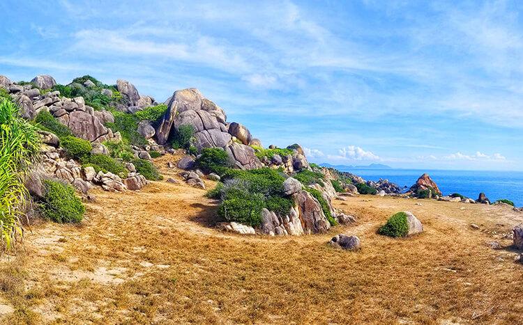 Bãi đá thảo nguyên cù lao xanh - 1