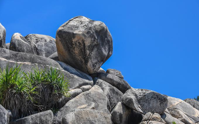 Những tảng đá thách thức trọng lực trên đảo ở quy nhơn bình định - 5