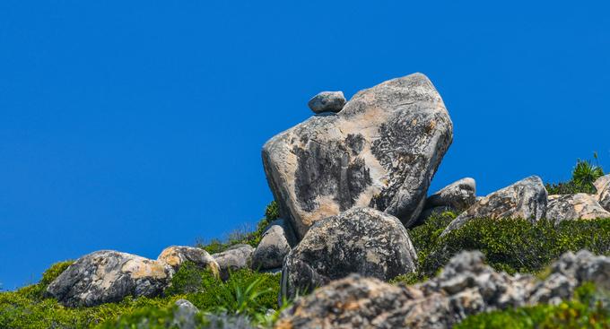 Những tảng đá thách thức trọng lực trên đảo ở quy nhơn bình định - 6